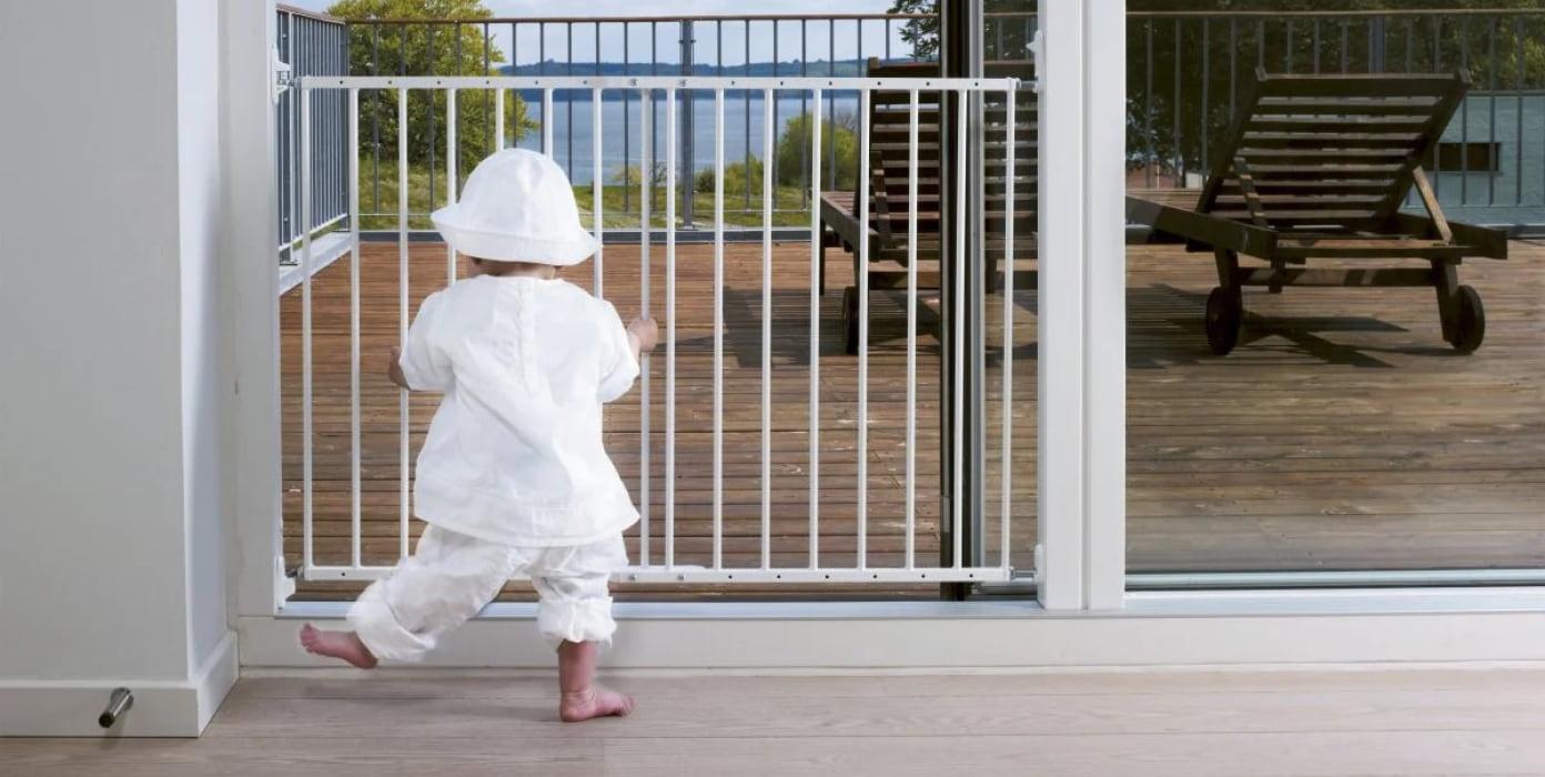 Portteja saatavana valkoisena,mustana sekä lakatun pyökin värisinä